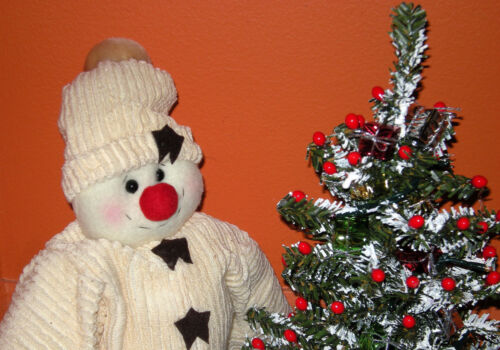 HANDMADE CHRISTMAS CENTERPIECE TABLE DECOR PLUSH SNOWMAN W/ WORKING LIGHTED TREE