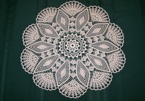 "STUNNING HAND CROCHETED DOILY NEW 25.5 "" WHITE TABLE TOPPER"