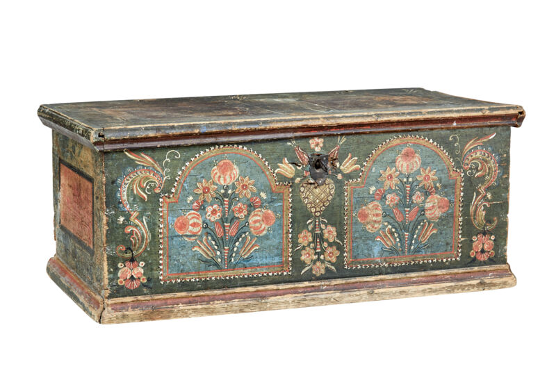 EARLY 19TH CENTURY HAND PAINTED SWEDISH FOLK ART PINE BOX