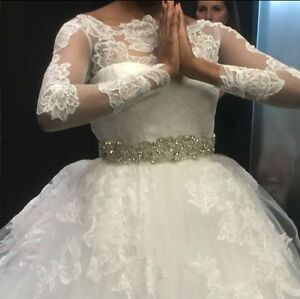 VERA WANG LUXE Ivory Lace Wedding Gown