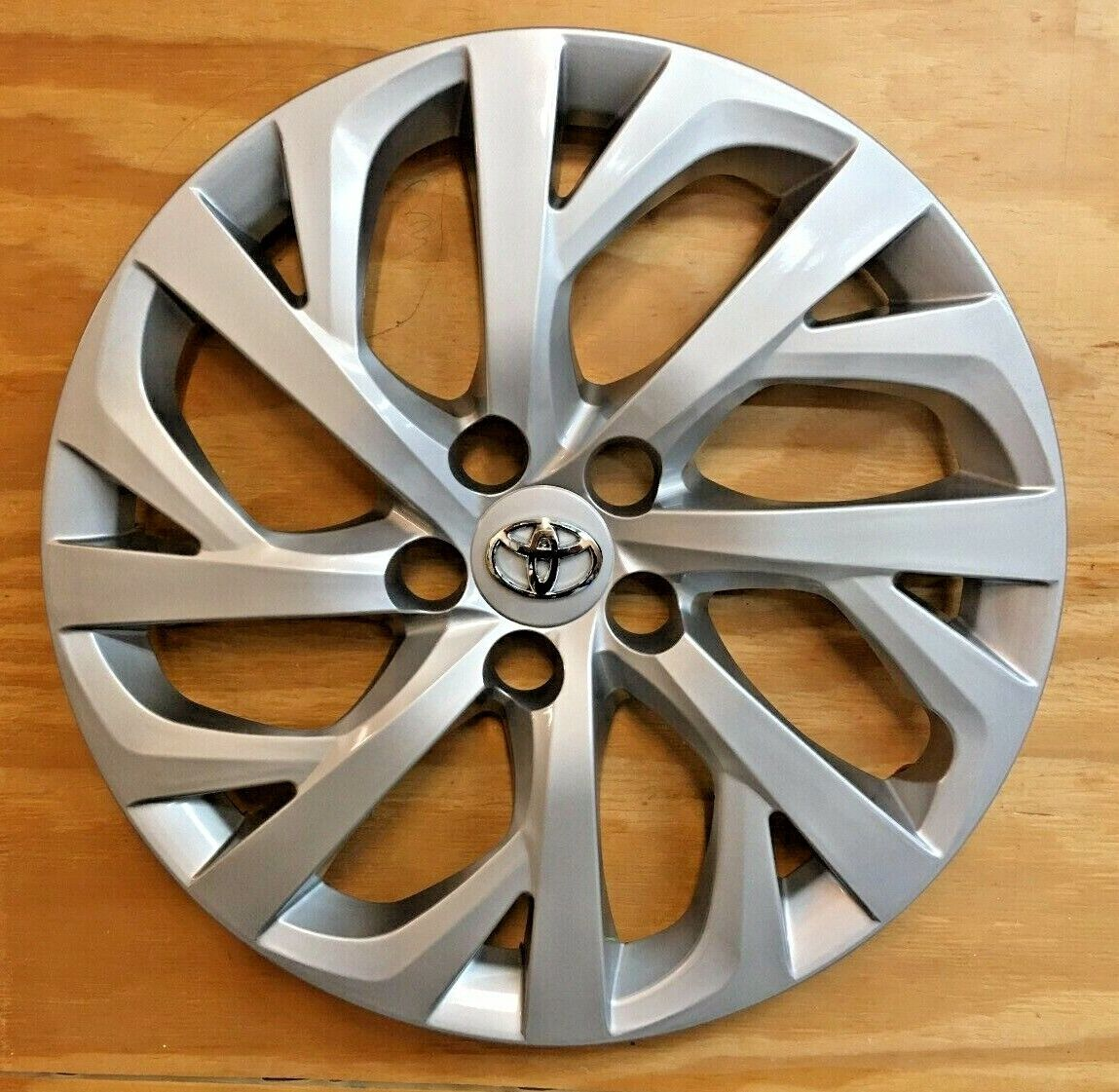 1x SILVER Hubcap will fit your 2017 2018 2019 TOYOTA COROLLA 16
