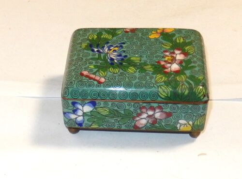 OLD CHINESE CLOISONNE GREEN ENAMEL FLORAL HUMIDOR FOOTED JAR BOX