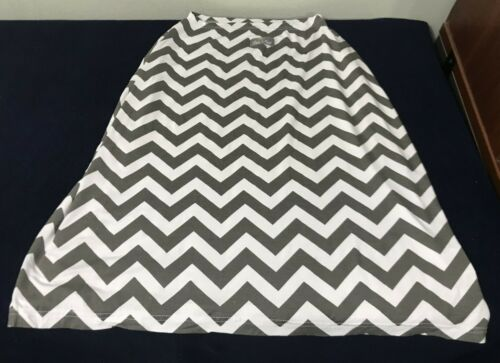 Itzy Ritzy Infinity Breastfeeding Scarf Nursing Cover - Gray/White Zig Zag