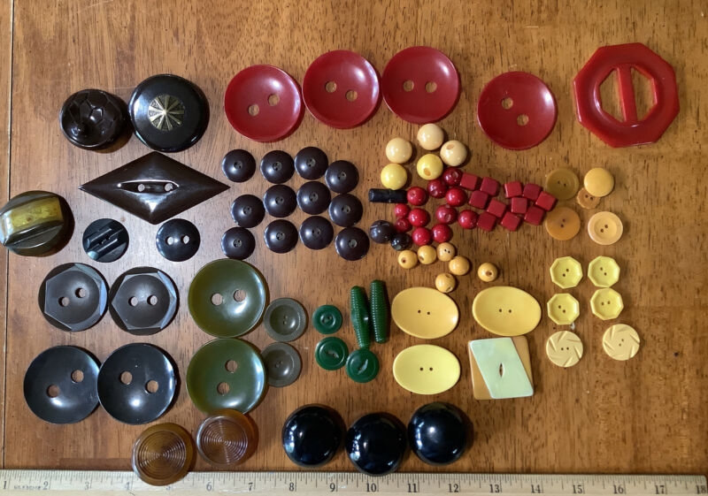 94 VINTAGE BAKELITE BUTTON LOT RED+GREEN+BUTTERSCOTCH+BROWN Large,Unusual & Sets