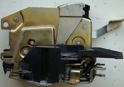 BMW E34 also M5 Saloon Touring Rotary Latch Lock Front Right Lock 8138924