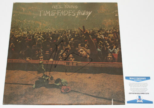 NEIL YOUNG SIGNED 'TIME FADES AWAY' VINYL ALBUM RECORD LP PROOF BECKETT BAS COA
