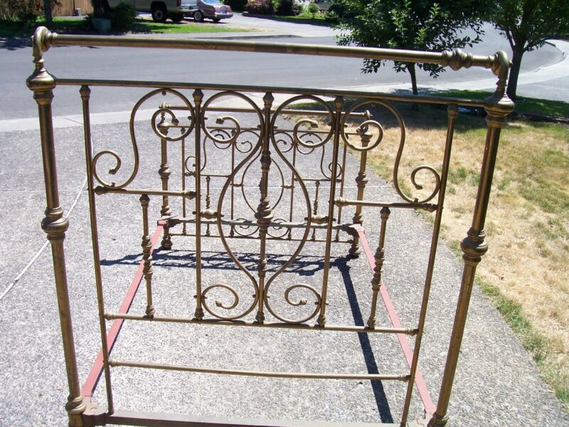 ANTIQUE Beautiful Antique Brass Bed (full size)