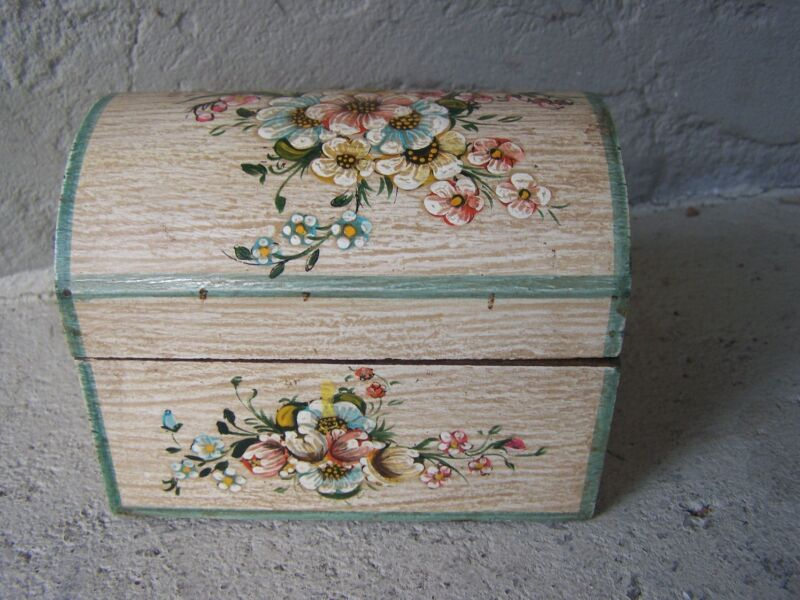 Painted Wood Jewelry Box with Delicate Flowers, Large - Peru