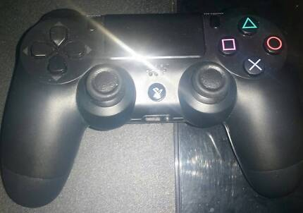 Broken PS4 original 500Gb with 2 games and 2 Controllers.