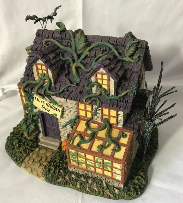 THE MUNSTERS HALLOWEEN ~ Lily