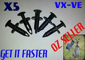 Holden VX VT VY VZ VE Bumper Radiator cowl Retainer Push clip Greenbank Logan Area Preview