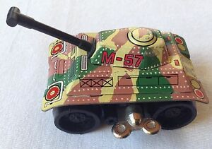 TINY TANK TIN TOY GREEN ARMY WINDUP---M-57 MADE IN JAPAN