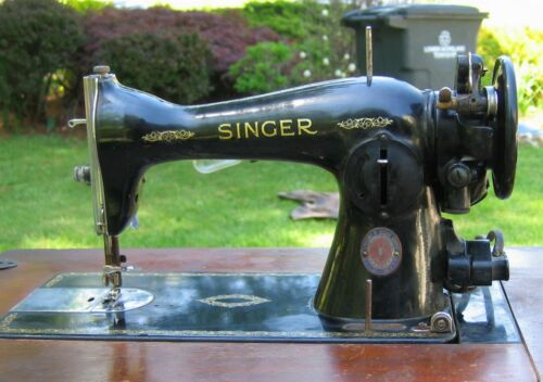VINTAGE SINGER SEWING MACHINE /  STAND /  KNEE CONTROLLER  / 15-91 /  DATED 1951