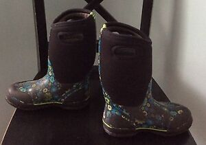 Kids Girls Winter Tall Bogs Boots Size 2 Flowered Cambridge Kitchener Area image 3
