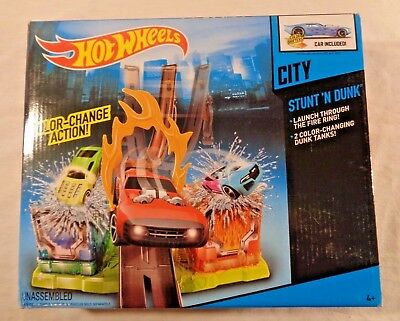 Hot Wheels City Stunt N Dunk Playset NISB Color Changing Car Included