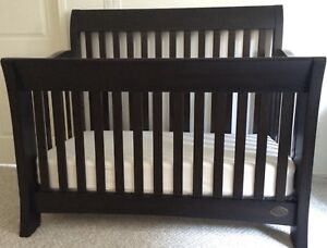 ✨4-in-1 Solid Wood Crib + Toddler Rail, Mattress Included