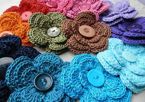 uncinetto-con-le-dita-HandCrochet-FIORE-Triplo-Da-bouquet-con-bottone-al-centro