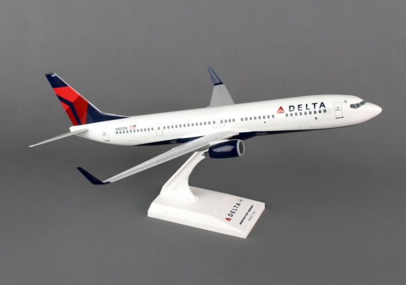 SkyMarks Delta Air Lines Boeing 737-900 SKR826 1/130, REG# N802DN New Livery.