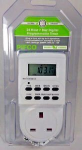 PIFCO Electronic Digital Mains Plug-in Timer Socket Plug with 12/24 Hour 7 Days