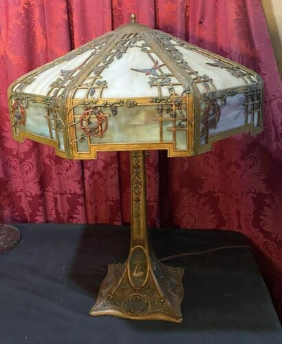 VINTAGE ANTIQUE BIRD DECORATED SLAG GLASS TABLE LAMP