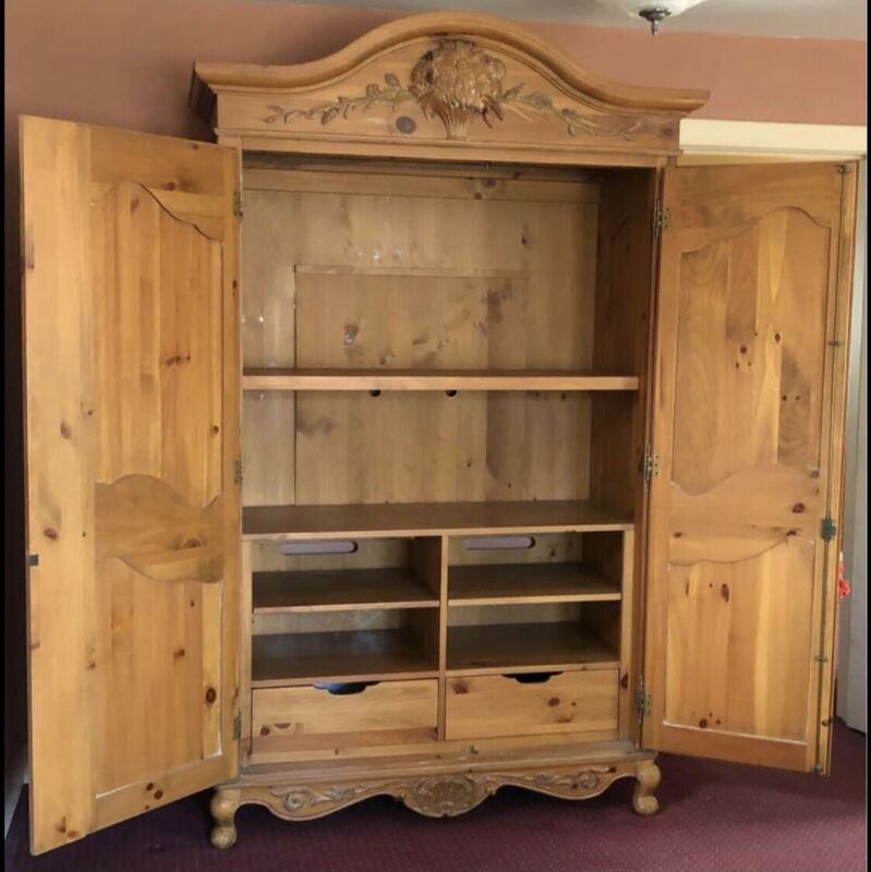 ETHAN ALLEN COUNTRY FRENCH ARMOIRE TV CABINET~VINTAGE~LOCKS WITH ORIGINAL KEY!!