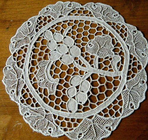 Old Antique Doily round shape Italian needle lace hand made 19c