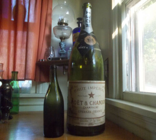 """HUGE 24 3/4""""TALL MOET & CHANDON CHAMPAGNE RARE GLASS STORE DISPLAY BOTTLE EMPTY"""