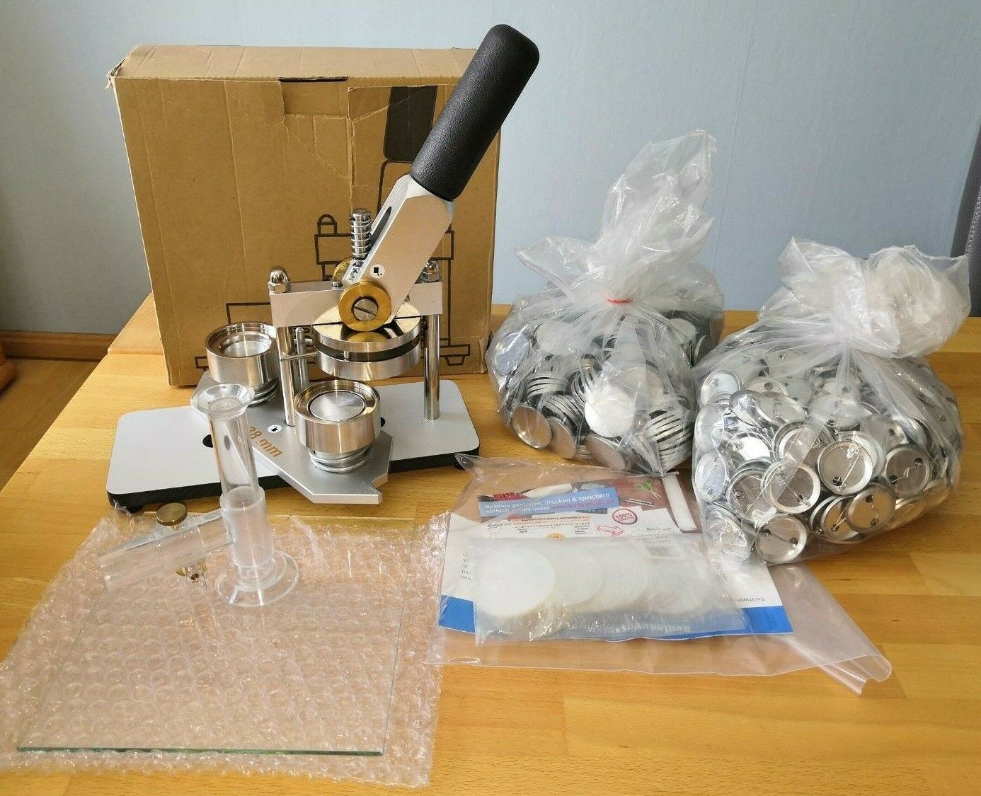 Buttonmaschine BadgeMatic Typ 900/38 + Zubehör und Rohlinge