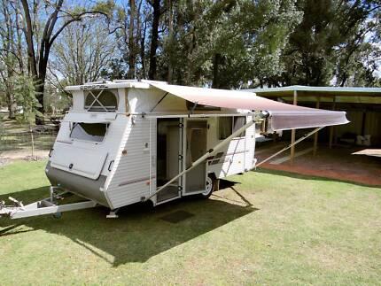 COROMAL 2001, Excel 445 Pop Top Caravan, Annex & Extras