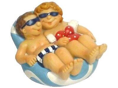 *Touristen am Strand* Urlauber auf Badeinsel mit Sonnenbrille, Bikini & (Insel Dekorationen)