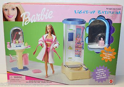 BARBIE LIGHT-UP BATHROOM PLAYSET - VANITY LIGHTS-UP & SHOWER - 67555-95 MATTEL (Barbie Shower)