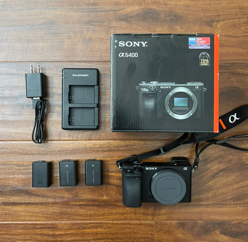 Sony A6400 APS-C Camera Black (body only) - Great condition < 800 shutter count