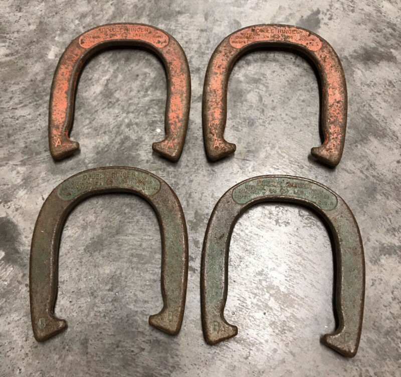 VINTAGE SET OF DIAMOND DULUTH DOUBLE RINGER HORSESHOES 2-1/2 LBS A & B