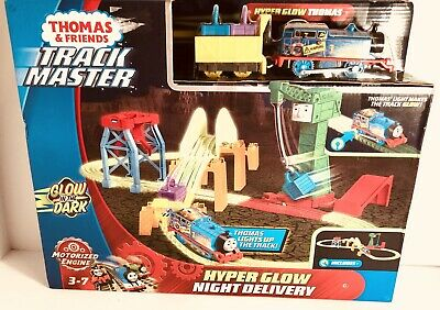 NEW Thomas & Friends TrackMaster Hyper Glow Night Delivery Set-E15
