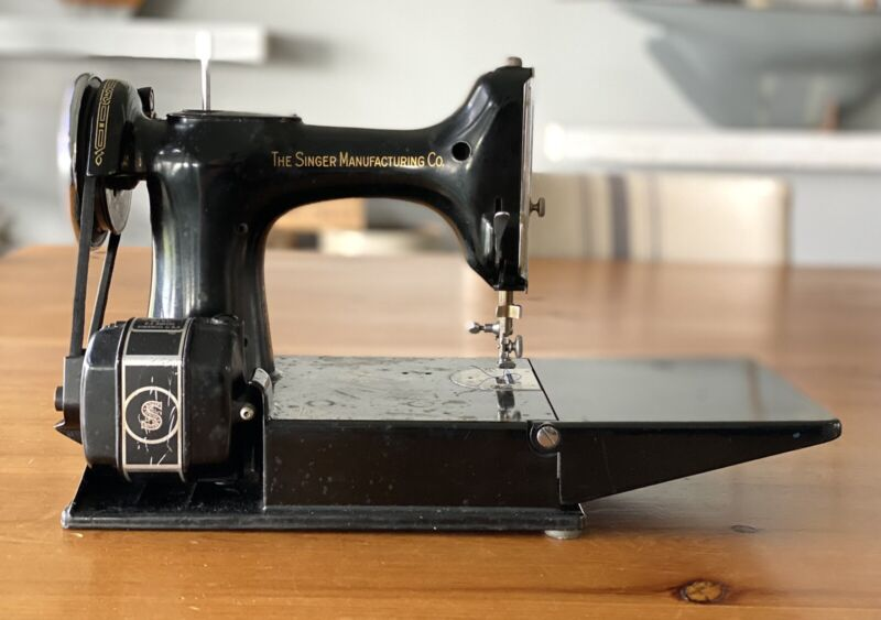 Antique Vintage Singer Featherlight 1930s AE063518 Working Sewing Machine Access