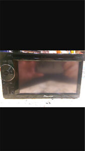 ^** BEAUTIFUL PIONEER IN DASH DVD DECK STEREO TOUCH SCREEN