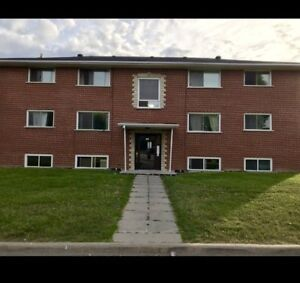 2 Bedroom Apt in Oshawa 164 Westmount St available NOW