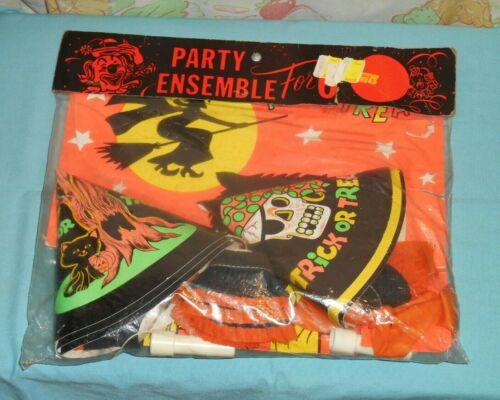 vintage HALLOWEEN PARTY ENSEMBLE FOR 6 hats noisemakers balloons nut cups