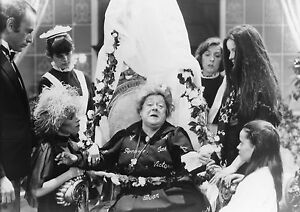 GERALDINE CHAPLIN CARLOS SAURA MAMA CUMPLE CIEN AÑOS ...  GERALDINE CHAPL...