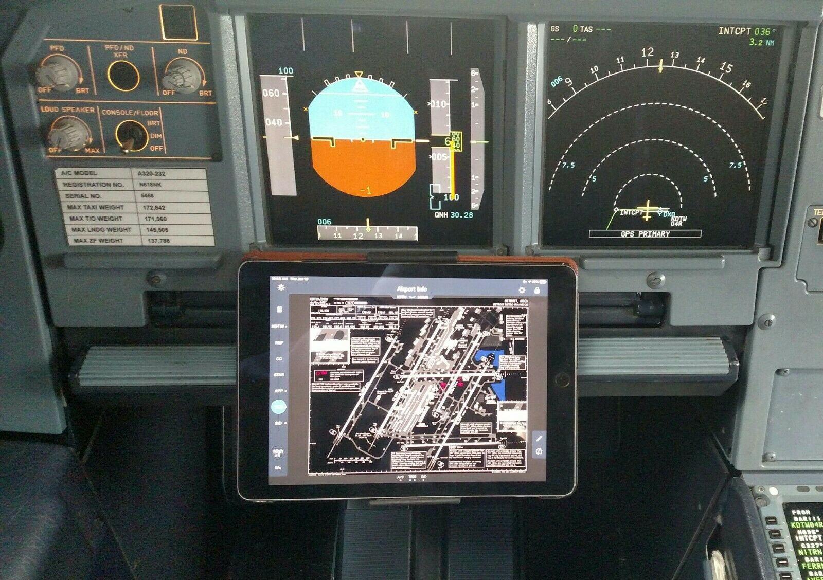 Airbus A320 iPad Mount and Clipboard