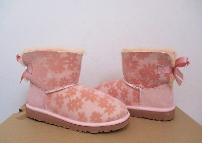 UGG Australia Kids/Youth MINI BAILEY BOW FLOWERS Boot BABY PINK Size 4 NWOB  (Kids Bailey Bow Uggs)