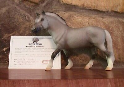 BREYER 2000 SILVER WOLFE SHOW SPECIAL HAS CERTIFICATE BEAUTIFUL RARE