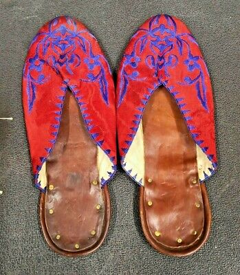 PAIR OF HAND MADE ANTIQUE MIDDLE EAST EMBROIDERED SLIPPERS VERY SMALL SIZE 2/3