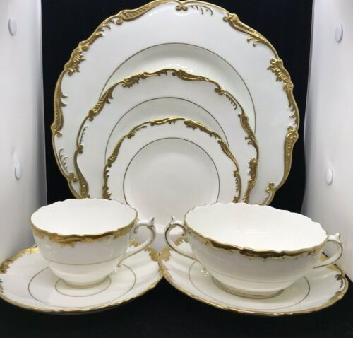COALPORT ADMIRAL GOLD - 56 PIECE SERVICE FOR 8 - BEAUTIFUL