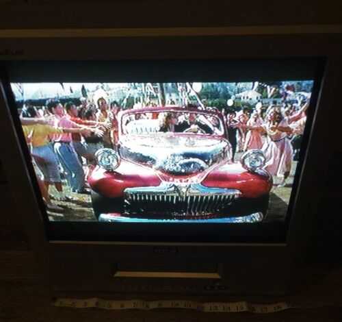 RCA RCA TruFlat   T20TF667 TV VCR Combo VHS Player Line In Gaming Monitor 16 in