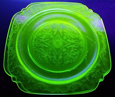 Federal Glass Green Uranium Depression Vaseline Madrid Luncheon Bread Plates 9