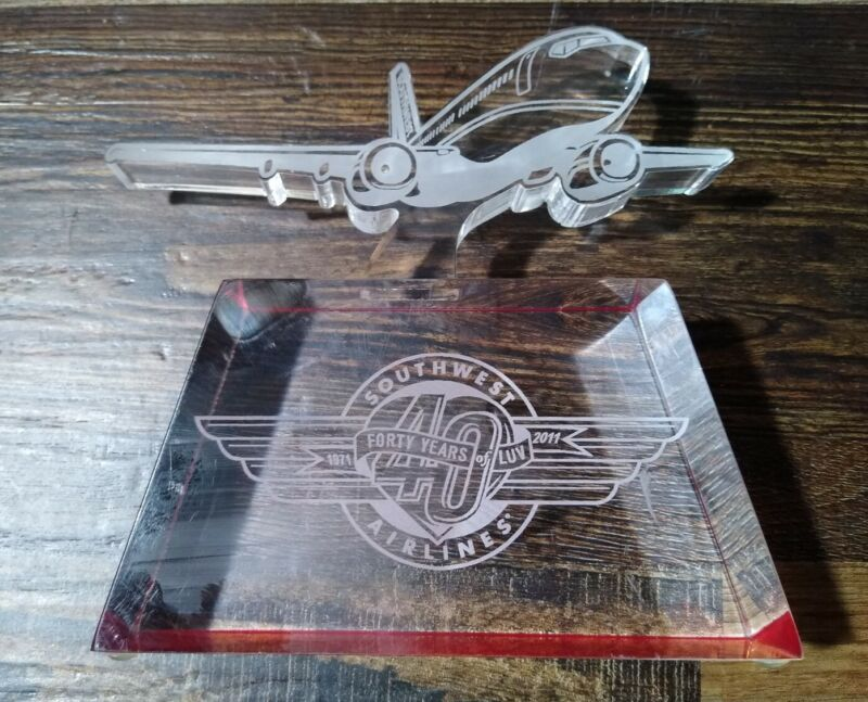 """SOUTHWEST AIRLINES """"40 Years of LUV"""" Acrylic AWARD TROPHY Collectors Item"""
