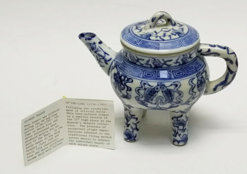 ANTIQUE 19c QIANLONG CHINESE EXPORT BLUE & WHITE PORCELAIN TEAPOT on 4 LEGS