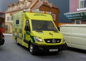 1-76-HO-OO-00-MERCEDES-SPRINTER-Londres-Ambulancia-las-Modelo-Bachmann