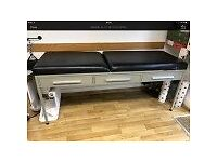 TREATMENT CHAIR/BENCH/ADJUSTABLE